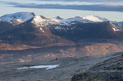 The Descent (andy_grundy) Tags: walker sunrise stobcoireachairn carnmordearg landscape bennevis highlands glencoe pentaxk5 frost mamores beinnachrulaiste binneinmor angearanach nagruagaichen snow