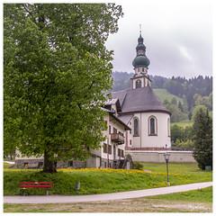 Oberau Wildschönau_ Tyrol _Österreich (regis.muno) Tags: nikond500 tyrol oberau wildschönau österreich autriche austria bancrouge rouge eglise arbre church temple banc carré