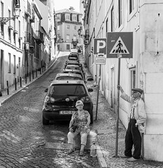 keep calm its Saturday (ThorstenKoch) Tags: street streetphotography schatten stadt strasse shadow schwarzweiss sun sonne summer break pov photography people photographer picture city candit pause relax blackwhite bnw lissabon lisboa lisbon fuji fujifilm thorstenkoch hat hot