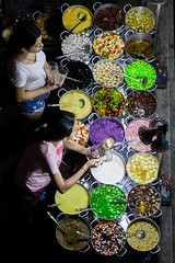 Chè time (Asian Hideaways Photography) Tags: chè food streetfood night market colours canon vietnam hue vietnamese streetphotography streetlife travel travelphotography