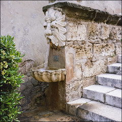 Fountains - Palma de Mallorca (magnus.joensson) Tags: spain palma de mallorca fountain april sailing the mediterranean rolleiflex 35 carl zeiss tessar 75mm kodak porta 400 c41 6x6 medium format