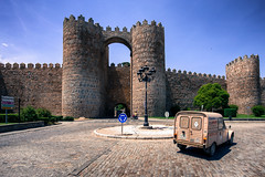In a vintage way (zilverbat.) Tags: spanje travel tripadvisor wallpaper world zilverbat bild wall tourism towers town tourist tour tower innercity centrum spain visit map canon car citytrip city urbanvibes unescoheritage unesco heritage historic history square gate watchtowers avila photography vintage retro old traffic renauld citroën auto