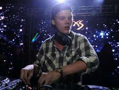 Pemakaman DJ Avicii Dilakukan Secara Tertutup (covesiacom) Tags: berita foto covesia