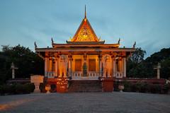 Wat Phnom (Thomas Mülchi) Tags: 2018 cambodia phnompenh architecture blue bluesky clear clearsky sky watphnom buddhisttemple kh