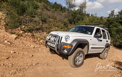 Tackling A Steep Bend (jan-krux photography - thx for 3 Mio+ views) Tags: helderberg 4x4 trail pfad weg strasse road offroad mountain berg steep tackling jeep cherokee sport liberty kj white canon 550d trial southafrica westerncape suedafrika westkap provinz somersetwest fun spass