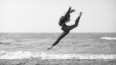 The Hermsen familie - Ballet @ sea - 16-9 B&W (Drummerdelight) Tags: beach seaside ballet action blackwhite dancer dehaan jump