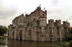 castle, Gent (Alex Chirila) Tags: canon eos m10 belgium gent cloudy 1545 mm castle water architecture
