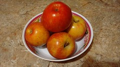 Manzanas (angeliquita) Tags: frutas frutos alimento manzanas rojo alimentos apples motorolaxt1068
