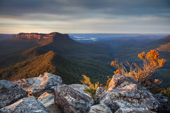 Before The Flames || MOUNT SOLITARY || BLUE MOUNTAINS (rhyspope) Tags: australia aussie nsw new south wales canon 5d mkii katoomba jamison valley blue mountains morning golden light rhys pope rhyspope mount mt solitary cedar creek view vista nationalpark national park nature wow travel amazing awesome castle head narrowneck plateau narrow neck