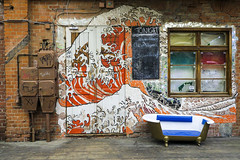 underground Berlin (fred9210) Tags: hokusaî orange vague paix underground berlin deco ngc