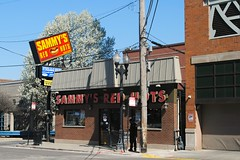 Sammy's Red Hots - Chicago (Cragin Spring) Tags: sammysredhots sammys hotdogs redhots city chicago chicagoillinois chicagoil illinois il midwest unitedstates usa urban unitedstatesofamerica nearnorthside oldtown sign
