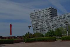 Liverpool 170518 - DSC_0523 (Leslie Platt) Tags: exposureadjusted straightened cropped liverpool liverpool1 merseyside chavasseparkgarden