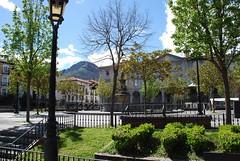 Plaza de Orduña (País Vasco, España, 14-4-2018) (Juanje Orío) Tags: 2018 orduña provinciadevizcaya vizcaya paísvasco euskadi españa espagne espanha espanya spain plaza jardín garden