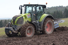Claas Axion 810 Tractor with a Lemken Juwel 7 5 Furrow Plough (Shane Casey CK25) Tags: claas axion 810 tractor lemken juwel 7 5 furrow plough green midleton traktor tracteur traktori trekker trator ciągnik ploughing turn sod turnsod turningsod turning sow sowing set setting tillage till tilling plant planting crop crops cereal cereals county cork ireland irish farm farmer farming agri agriculture contractor field ground soil dirt earth dust work working horse power horsepower hp pull pulling machine machinery nikon d7200