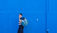 Blues Combination (Geraldo Manoel Fotografia) Tags: recife street urban urbanphotography urbanexploration urbanstreet streetphotography color blue composer bluest composition people person pessoas man woman nikon nikor 50mm nikonlens nikond3200