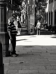 apenas um minuto de descanso (luyunes) Tags: streetscene streetphotography streetphoto streetlife cenaderua fotografiaderua fotoderua mobilephotographie mobilephoto homem men life solidão sozinho luciayunes motozplay