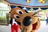 mickey pluto (alienalice) Tags: hkdl hkdisneyland mickey minnie mulan mushu duffy stellalou tiger pooh stitch