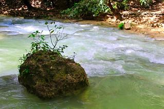 piedra en en río