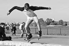 Street Skater (just.Luc) Tags: man male homme hombre uomo mann streetskater skateboarder bordeaux gironde nouvelleaquitaine france frankrijk frankreich francia frança young jung jong jeune bn nb zw monochroom monotone monochrome bw streetportrait