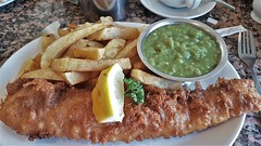 Cod, Chips & Mushy Peas. (ManOfYorkshire) Tags: cod fish fishchips meal lunch motherhubbards restaurant classic mushypeas lemon sliceoflemon £995 scarborough yortkshire northyorkshire