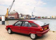 Citroën BX 19 TRS Automatic (Skylark92) Tags: nederland nehterlands holland zuidholland southholland vlaardingen haven harbour citroen bx photoshoot tonemapped citroën 19 trs automatic 1988 tf40zr windshield car road window