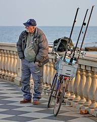 Pescatore alla Terrazza/2 (Fabio Pratali LI) Tags: livorno pescatore terrazzamascagni bike cannedapesca