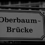 Schild auf der Oberbaumbrücke thumbnail