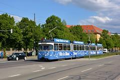 P-Zug 2006/3039 verlässt die Haltestelle Stadtwerke München (Bild: Klaus Werner) (Frederik Buchleitner) Tags: 2006 3039 langenachtdermusik linie21 munich münchen oisisblues oisisbluestram pwagen strasenbahn streetcar tram trambahn