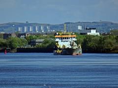 At Work (Bricheno) Tags: freeway renfrewshire renfrew bricheno scotland escocia schottland écosse scozia escòcia szkocja scoția 蘇格蘭 स्कॉटलैंड σκωτία clyde river riverclyde boat ship