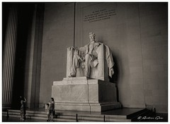 The temple of silence. (1982) (Aglez the city guy ☺) Tags: monochrome oldcameras oldlenses oldpictures blackandwhite washingtondc walkingaround indoor people monument lincoln unitedstates