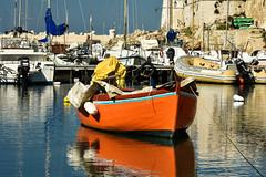 _DSC1335 - Copia (_elanna_) Tags: giovinazzo puglia italia italy nikond3400 nikkor55200 nikon barca boat boats barche porto mare sea colori orange