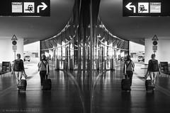 What is the real world? (ralcains) Tags: österreich austria vienna wien airport aeropuerto flughafen street streetphotography calle fotografiadecalle blackwhite bw blancoynegro schwarzweis noiretblanc monochrome monocromo monochromatic monocromatico leica leicam240 m240 leicam summicron 50mm ngc telemetrica rangefinder simetria simetric reflections reflejos