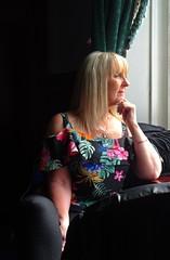 Pretty Woman (Bricheno) Tags: 2018 szkocja blonde woman girl mature candid milf gilf scozia scoția scotland schottland escòcia escocia écosse bricheno 蘇格蘭 स्कॉटलैंड σκωτία paisley camra beerfestival realale townhall renfrewshire