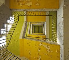 Das Werk (2) (david_drei) Tags: treppe teppenhaus lostplace abandoned urbex urbanexplorer color durchblick