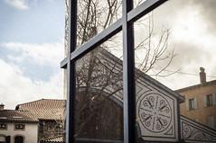 Les Halles de Millau (nkpl) Tags: millau halles aveyron reflet reflection réflexion couleur colors rouge red bleu blue ciel sky nuage cloud frame trame fenêtre window