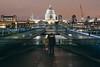 Hacia adelante (Tolkimov) Tags: england europa europe inglaterra london londres reinounido uk unitedkindom millenium bridge saint paul night