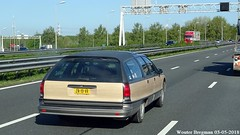 Oldsmobile Custom Cruiser 1991 (XBXG) Tags: zn19vr oldsmobile custom cruiser 1991 stationcar stationwagen station wagon kombi estate woody wood knooppunt rottepolderplein a9 nederland holland netherlands paysbas youngtimer old classic american car auto automobile voiture ancienne américaine us usa vehicle outdoor woodgrain small block v8