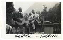 . (Kaïopai°) Tags: musik musiker music musicians musique instrument musikinstrument vintage band misikband laute lautenmusik lautenspieler gitarre gitarist guitar duett