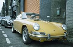Old Porsche (boncey) Tags: olympusxa3 olympus xa3 camera:model=olympusxa3 film film:brand=agfa film:name=agfavista100 agfa vista agfavista100 35mm iso100 film:iso=100 film:format=35mm c41 photodb:filmrollid=310 photodb:id=28012 maltbystreetmarket bermondsey london england oldporsche car