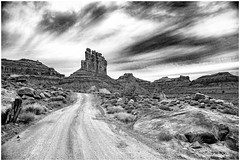 - On The Road Again - De Vuelta en el Camino - (claudiov958) Tags: arizona biancoenero blackwhite blancoynegro černýabílý claudiovaldés czarnyibiały landscape monumentvalley nikkor2470mmf28 nikond800e noiretblanc paisaje pretoebranco schwarzundweiss utah черноеибелое ngc