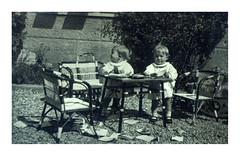 i gemelli a Vicenza - maggio 1936 (dindolina) Tags: photo fotografia blackandwhite bw biancoenero monochrome monocromo italy italia veneto vicenza gemelli twins family famiglia history storia vintage 1936 1930s thirties annitrenta