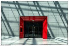 Frankfurt Airport  - Red door (J.Weyerhäuser) Tags: frankfurtairport fernbahnhof tür squire