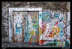 De colores (Montse Estaca) Tags: portogallo portugal lisboa lisbon lisbona color colors graffiti arteurbano urbanlandscape urbanart urbanphotography puerta door porta edificio palazzo building fotografíaurbana paisajeurbano fuji fujixt1 corazon cuore heart calçadadagraça rua calle street strada streetphotography