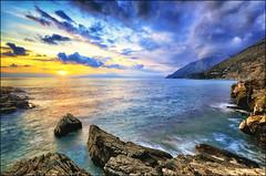 Gioia infinita (Gio_guarda_le_stelle) Tags: mare sole tramonto michael bea speranza seascape hope sunset clouds bello magia atmosefra sea water sunlight sunbeams music italia soddisfazioni cucciolo
