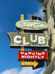 Dancing Nightly (pam's pics-) Tags: ks kansas us usa midwest junctioncitykansas pamspics pammorris ad advertising iphone7 cameraphone mobilephonephotography cellphonephotography sign signage vintage vintagesign neon neonsign appleiphone silverstarclub dancingnightly bar liquor dancing nightclub cocktaillounge cocktails arrowsign booze