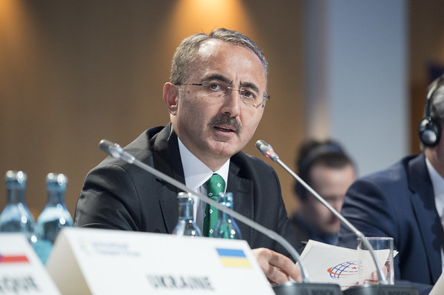 Yüksel Coşkunyürek putting forward his ideas at the Closed Ministerial