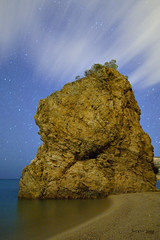 Nocturna illa roja (nayosoval) Tags: olympus omd em1 playa costabrava paisaje mar samyang samyang12mm nocturna landscape largaexposicion cielo nubes