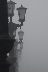 Walking through the fog (Remake 2018) (VALERIA MORRONE ヴァレリア فاليريا) Tags: bari apulia nikon d60 valeria morrone sea front nebbia fog lampioni promenade street light strasenlaterne streetlight niebla brume nebel mjegull بوليا باري إيطاليا أوربا southernitaly süditalien pouille puglia reflex italy italie italiameridionale italia digitale europa europe evropë apulien apulie italien itali lungomare serie