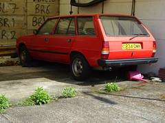 1985 Peugeot 305 1.8GLD Estate (Neil's classics) Tags: vehicle abandoned 1985 peugeot 305 wagon estate