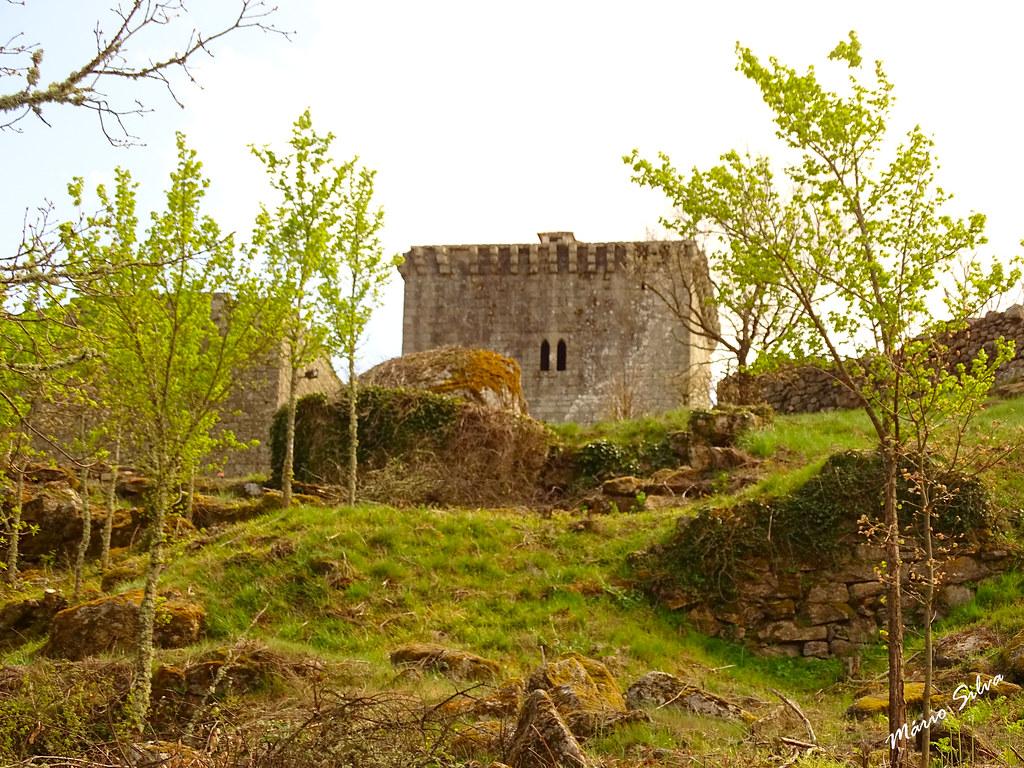 Águas Frias (Chaves) - ... o castelo de Monforte de Rio Livre, no cimo do que foi a povoação ...